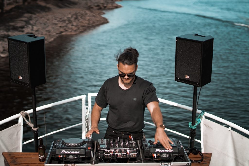 dj-boat-party